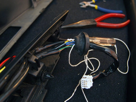 配線ゴムに曳き紐を通す