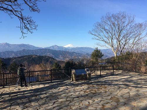 高尾山山頂展望台から富士山の眺望