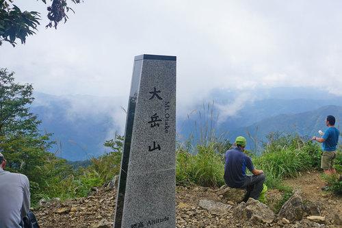 大岳山の新しい山頂標
