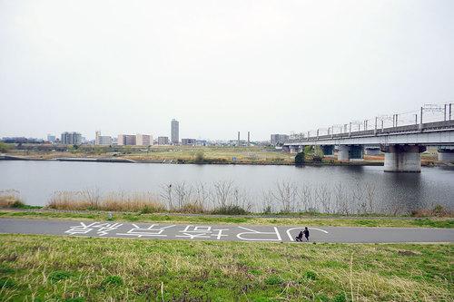 荒川サイクリングロード上のJR埼京線