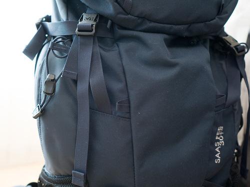 サースフェー30+5(MIS2048)の使いやすいサイドジッパーポケット収納のレインカバー