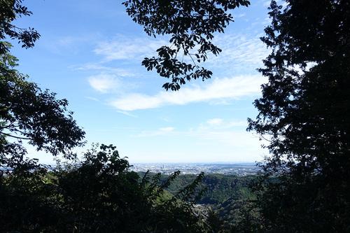 高尾山稲荷山コース-展望台から都心の眺望