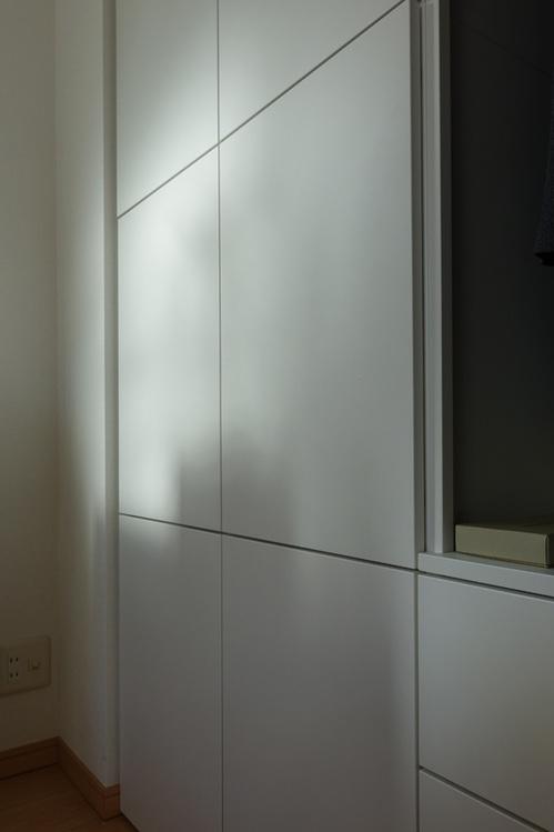 朝陽で白色が映えるプラッツァ