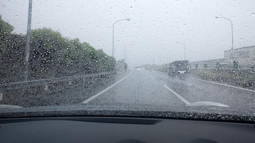 豪雨の中央道