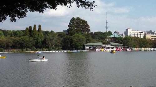 不忍池と東京スカイツリー